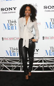 Kelly Rowland topped off her ensemble with black leather stilettos.