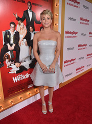 Kaley Cuoco-Sweeting added an extra dose of shine via a metallic silver clutch.