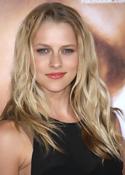 Teresa Palmer looked ultra-casual at the premiere of 'The Vow' with her long waves slightly mussed.