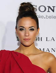Jana Kramer used cool smoky gray shades of shadow to create her sultry eye makeup look at the premiere of 'The Vow.'