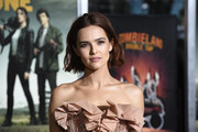 Zoey Deutch wore a short hairstyle with barely-there waves at the premiere of 'Zombieland Double Tap.'
