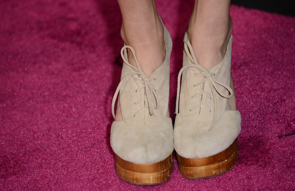 Heather Morris opted for a pair of suede ankle booties for her red carpet look at 'Spring Breakers.'