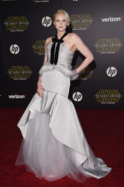 Gwendoline Christie got all prettied up in a gray Oscar de la Renta organza halter top with bowed black velvet straps for the 'Star Wars: The Force Awakens' premiere.