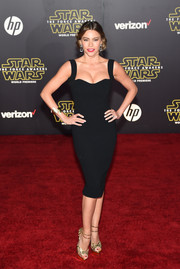 Sofia Vergara flaunted her amazing figure in a tight-fitting LBD by Victoria Beckham during the 'Star Wars: The Force Awakens' premiere.