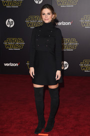 Maria Menounos went the retro route in a long-sleeve turtleneck LBD during the 'Star Wars: The Force Awakens' premiere.