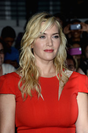 Kate Winslet sported rocker-chic waves with side-swept bangs during the 'Divergent' premiere.