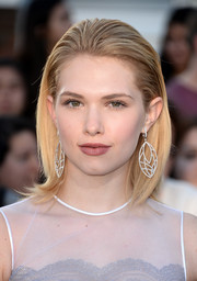 Claudia Lee looked gorgeous with her slicked-back 'do at the 'Divergent' premiere.