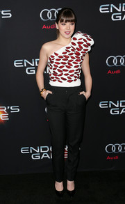 Hailee Steinfeld looked sassy in a lip-print one-shoulder top by Saint Laurent during the Hollywood premiere of 'Ender's Game.'