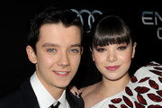 Asa Butterfield and Hailee Steinfeld Photo