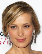 Petra's lips looked extra-luscious at 'The Impossible' premiere, thanks to a simple swipe of gloss.