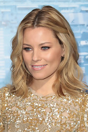 Elizabeth Banks attended the premiere of 'Man on a Ledge' wearing her blond tresses in tousled waves.