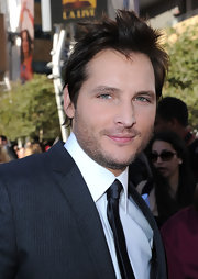 Peter showed off his spiked mane while walking the red carpet at 'The Twilight Sags:Eclipse' premiere.