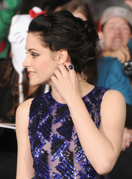 Kristen Stewart wore a stylish cocktail ring at the premiere of 'The Twilight Saga: Breaking Dawn – Part 1.'