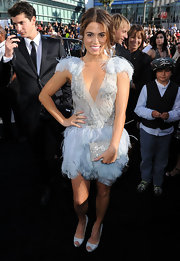 Nikki paired her darling Marchesa dress with a silver box clutch.