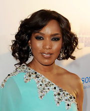 Angela Bassett added a smoldering touch to her look with smoky shadow that lined her upper lids.