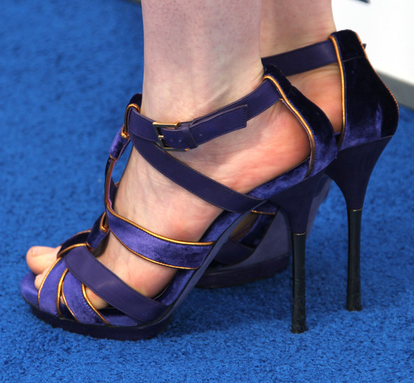 More Pics of Anne Hathaway Platform Sandals (1 of 15) - Anne Hathaway Lookbook - StyleBistro