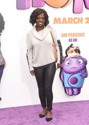 Viola Davis showed her edgy side in black leather skinnies.