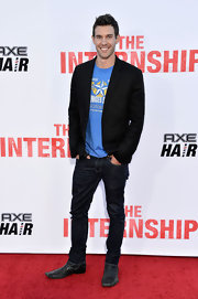 Zane Stephens dressed up a pair of jeans and a graphic tee with a classic black blazer.
