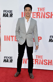 Tobit chose a dark black pair of chinos for his red carpet look at the the premiere of 'The Internship.'