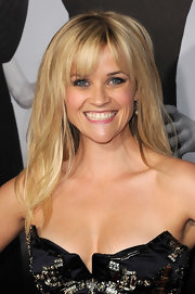 Reese Witherspoon attended the premiere of 'This Means War' wearing her layered blond locks straight with wispy lash-length bangs.