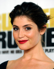 Gemma Arterton was a total charmer at the 'Runner Runner' premiere with this romantic loose bun.