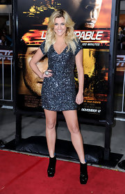 Ashley looked fierce in a shimmery dress at the 'Unstoppable' premiere.