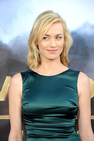 More Pics of Yvonne Strahovski Gold Dangle Earrings (1 of 4) - Yvonne Strahovski Lookbook - StyleBistro [cowboys aliens,hair,blond,hairstyle,shoulder,beauty,lady,dress,cocktail dress,joint,premiere,yvonne strahovski,san diego civic theatre,california,universal pictures,premiere,comic-con 2011]