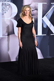 Kim Basinger donned a vintage Alexander McQueen one-sleeve mermaid gown for the premiere of 'Fifty Shades Darker.'