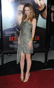The hilarious Leslie Mann completed her wrapped dress with gorgeous satin d'Orsay Annees Folles pumps.