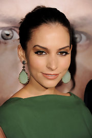 Genesis Rodriguez had her peepers painted with light brown eyeshadow and lined with black liner to get that perfect cat eyes.