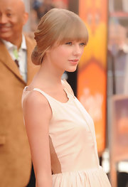 Taylor Swift attended the premiere of 'The Lorax' wearing her hair in a loose twisted updo with long lash-grazing bangs.