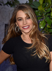 Sofia Vergara attended the 'Jurassic World' premiere wearing a casual wavy hairstyle.