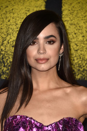 Sofia Carson wore her hair loose and straight with a deep side part at the premiere of 'Pitch Perfect 3.'
