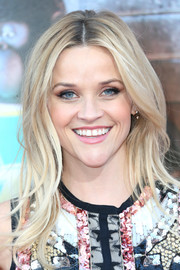 Reese Witherspoon looked stylish with her feathery layers at the premiere of 'Sing.'