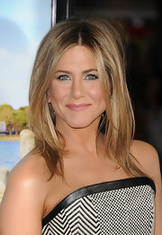 Jennifer Aniston attended the premiere of 'Wanderlust' wearing her hair in tousled layers with a casual center part.