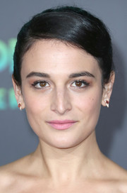Jenny Slate opted for a simple bun when she attended the premiere of 'Zootopia.'