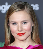 Kristen Bell wore her hair loose and straight with a side part when she attended the premiere of 'Zootopia.'