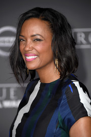 Aisha Tyler wore her hair in a messy bob at the premiere of 'Rogue One: A Star Wars Story.'