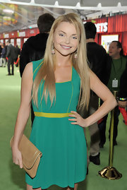 Izabella Miko accessorized her flirty teal frock with a taupe envelope clutch with gold piping.