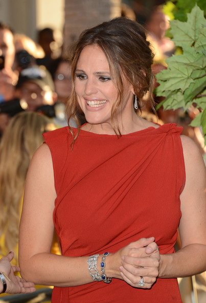 More Pics of Jennifer Garner Engagement Ring (4 of 113) - Engagement Ring Lookbook - StyleBistro