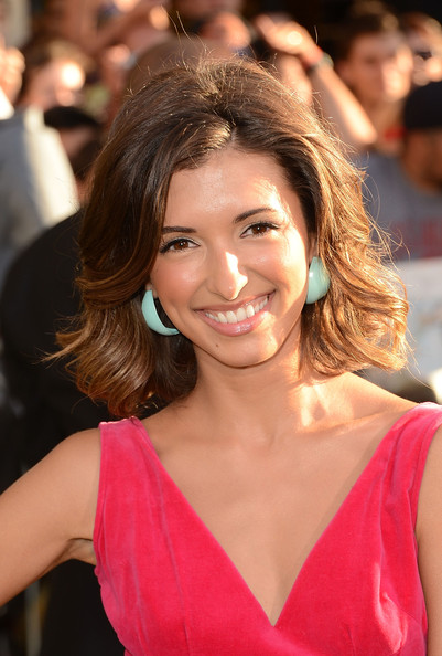 More Pics of India de Beaufort Medium Wavy Cut (1 of 3) - India de Beaufort Lookbook - StyleBistro