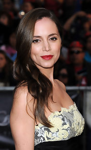 Eliza Dushku paired her long cascading curls with vivid red lipstick. It was the perfect way to give her look a little color.