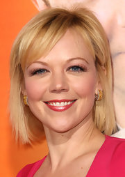 Emily Bergl wore golden hoop earrings to the premiere of 'Hall Pass.'