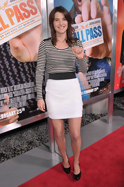 Cobie goes for a nautical look on the red carpet in a striped long sleeve tee and white high-waisted skirt.