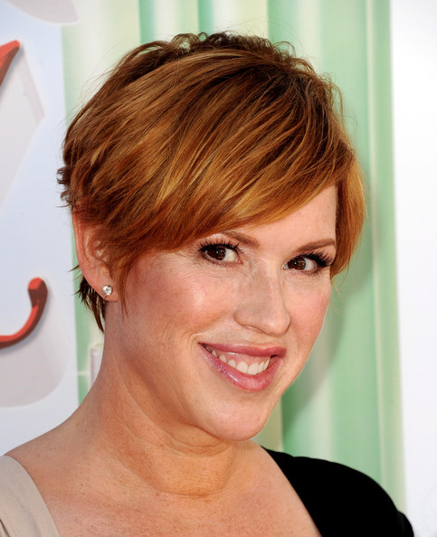 Molly Ringwald showed off a stylish razor cut at the LA screening of 'The Wizard of Oz.'