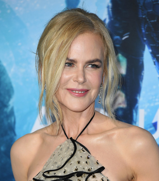 Nicole Kidman opted for a messy updo when she attended the premiere of 'Aquaman.'