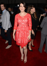 Melanie got lacy on the red carpet in her red lace dress with delicate 3/4 sleeves.