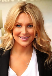 Stephanie Pratt added a glossy pop of color to her look with juicy pink lip gloss.