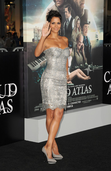 More Pics of Halle Berry Pixie (3 of 59) - Pixie Lookbook - StyleBistro
