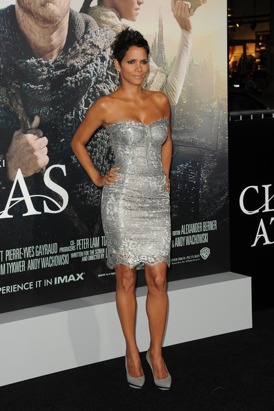 More Pics of Halle Berry Pixie (5 of 59) - Pixie Lookbook - StyleBistro
